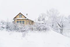 Casa di campagna nell'inverno Fotografia Stock