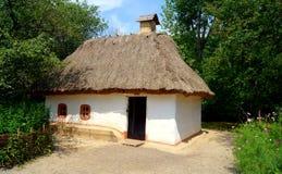 Casa di campagna ucraina tradizionale Immagine Stock