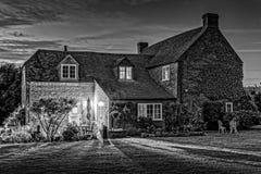 Casa di casa della Camera del paese inglese alla notte Fotografie Stock