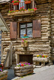 Casa di ceppo nel parco naturale di Queyras, alpi del sud, Francia Fotografie Stock Libere da Diritti