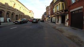 Casa di ciclismo nell'uguagliare luce solare video d archivio
