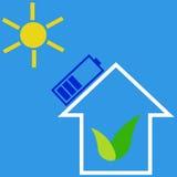 Casa di Eco con la batteria solare Fotografie Stock Libere da Diritti