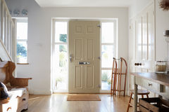 Casa di Front Door Of Contemporary Family Immagine Stock