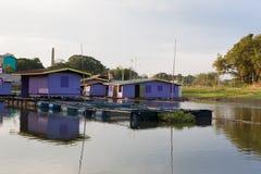 Casa di galleggiamento alla provincia di Uthai-Thani, Tailandia Immagine Stock