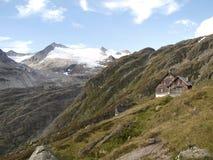 Casa di Gauli sulle montagne del ghiacciaio alpino in Svizzera Fotografie Stock
