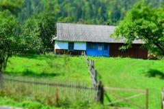 Casa di Hutsul in Ucraina provinciale moderna fotografie stock libere da diritti