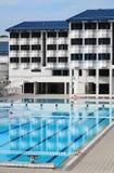 Casa di imbarco del banco con la piscina Fotografia Stock
