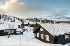Casa di inverno in montagne fotografia stock
