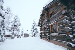 Casa di inverno in Rukka, Finlandia Fotografia Stock Libera da Diritti