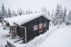 Casa di inverno in Rukka, Finlandia Immagine Stock Libera da Diritti