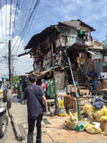 Casa di legno dei bassifondi nel distretto di Makati Immagine Stock