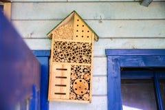 Casa di legno del lacewig per le api Fotografia Stock Libera da Diritti