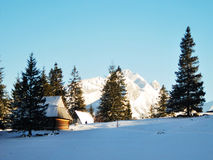 Casa di legno delle montagne di Tatra fotografia stock libera da diritti
