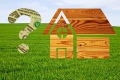 Casa di legno e punto interrogativo disegnati fatto dei dollari Immagine Stock