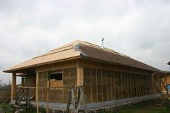 Casa di legno fatta di paglia Immagini Stock Libere da Diritti