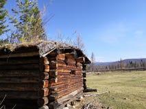 Casa di legno molto vecchia sola immagine stock