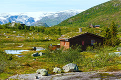 Casa di legno in montagna di estate (Norvegia) Fotografia Stock
