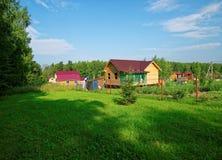 Casa di legno per un diagramma rurale in primavera Fotografia Stock Libera da Diritti