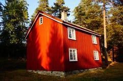 Casa di legno rossa Telemark, Norvegia Fotografia Stock Libera da Diritti