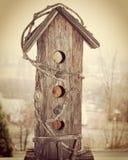Casa di legno rustica dell'uccello fotografie stock libere da diritti