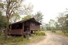 Casa di libro macchina in una foresta Immagine Stock