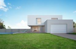 Casa di lusso con la piscina e terrazzo vicino a prato inglese in progettazione moderna, iarda anteriore vuota a casa di vacanza  Immagini Stock Libere da Diritti
