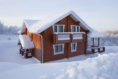 Casa di ?ountry nell'inverno Fotografie Stock Libere da Diritti