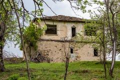 Casa di pietra abbandonata, Bulgaria, montagna di Rhodope fotografie stock