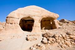 Casa di pietra della caverna in Bab come-Siq nel PETRA Immagini Stock