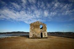 Casa di pietra distrutta ed abbandonata Fotografia Stock