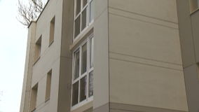 Casa di recente rinnovata in Europa Orientale archivi video
