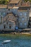 Casa di rovina vicino al mare fotografia stock libera da diritti