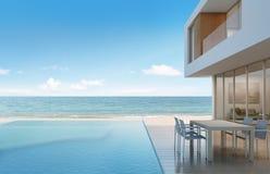 Casa di spiaggia con la vista del mare nella progettazione moderna Fotografie Stock Libere da Diritti