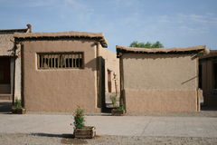 Casa di terra in villaggio antico Dunhuang, Cina Fotografia Stock