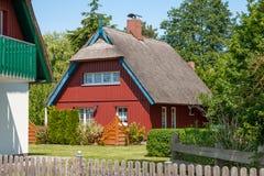 casa di vacanza del Ricoprire di paglia-tetto Fotografia Stock