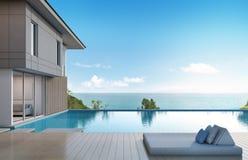 Casa di vista del mare con lo stagno nella progettazione moderna Fotografia Stock Libera da Diritti