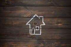 Casa dibujada en los tableros de madera Imagen de archivo