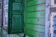 Casa dilapidada en el pueblo Detalles y primer fotografía de archivo