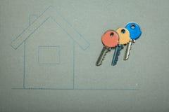 Casa disegnata a mano e chiavi, bene immobile & costruzione Immagine Stock