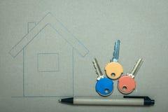 Casa disegnata a mano e chiavi, bene immobile & costruzione Immagini Stock Libere da Diritti