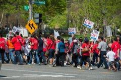 Casa do branco da C C , EUA - MAIO, 2 2014 - imigrante fora da casa branca que protesta para a casa Fotos de Stock Royalty Free