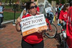 Casa do branco da C C , EUA - MAIO, 2 2014 - imigrante fora da casa branca que protesta para a casa Imagens de Stock
