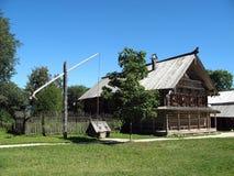 Casa do camponês de madeira do russo idoso Fotografia de Stock
