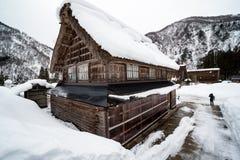 Casa do close up de nevado na arquitetura japão fotos de stock royalty free
