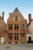 A casa do comerciante idoso típico em Bruges Imagem de Stock Royalty Free