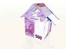 Casa do dinheiro feita de 500 euro- notas de banco Fotografia de Stock Royalty Free
