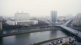 A casa do governo da Federação Russa, dia nevoento video estoque
