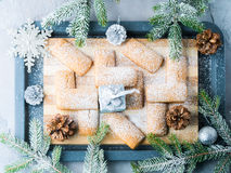 A casa do inverno fez cookies para o Natal Imagem de Stock Royalty Free