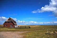 Casa do isolado com jardim Imagem de Stock