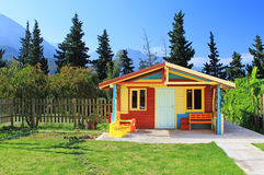 Casa do jogo de crianças em uma jarda Foto de Stock Royalty Free
